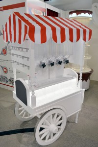 Concession cart with Akriform bins 580 px1 200x300 Candy Displays   Pictures from ISM Cologne 2017   Akriform